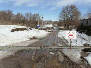 В Татарстане паводковыми водами затопило два моста и дорогу