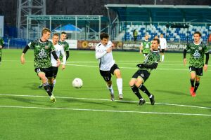 Футбольный «Нефтехимик» на своем поле сыграл вничью с ярославским «Шинником»