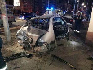 В страшном ночном ДТП в Казани пострадал водитель и четверо подростков