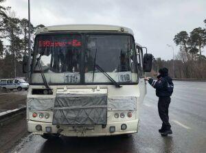 «Страшно ездить!»: пассажиры во время рейда ГИБДД узнали, что автобус неисправен