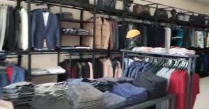 В одном из торговых центров Казани прикрыли магазин с контрафактной одеждой