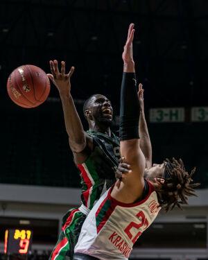 Баскетболисты УНИКСа обыграли «Виртус» со счетом 85:81