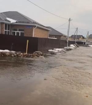 На видео сняли затопленный поселок Озерная долина под Казанью