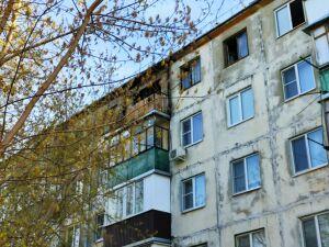 В Казани из-за пожара на верхнем этаже сгорела часть кровли дома