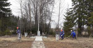 Работники АО «Транснефть – Прикамье» благоустроили территории военных мемориалов