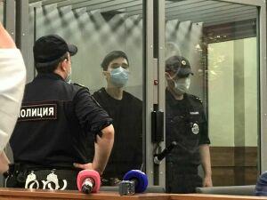 Из зала суда появились первые фото казанца, задержанного за стрельбу в школе