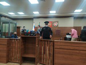 В суд доставили казанца, устроившего стрельбу в школе