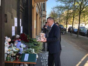 Губернатор Санкт-Петербурга почтил память погибших из-за стрельбы в казанской школе