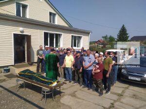 В Казани хоронят одного из погибших школьников