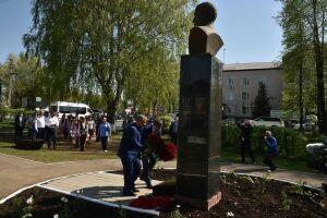 Минниханов возложил цветы к бюсту Габдуллы Тукая в Пермском крае