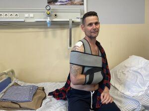 Три сломанных ребра и операция на ключице: солист ВИА «Волга-Волга» о поездке на самокате