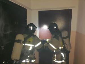 В Нижнекамске пожарные из-за взорвавшегося дезодоранта вскрывали дверь в квартиру