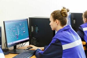 Обучить и трудоустроить: «Нижнекамскнефтехим» готовит молодое поколение профессионалов