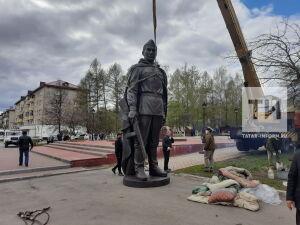 «Это дело нашей совести»: в Заинске установили новый памятник Воину-освободителю