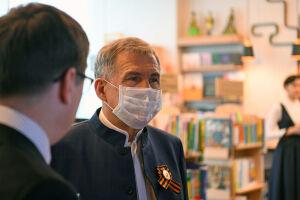 Рустам Минниханов посетил татарские радиостанции «Китап» и «Тәртип»