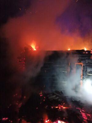 Во время тушения горящего частного дома в РТ пожарные обнаружили тело погибшей женщины