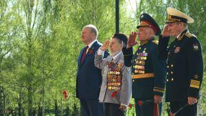 Клуб офицеров при Полпредстве РТвозложил цветы кМогиле Неизвестного солдата