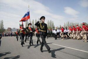 В казанском Парке Победы прошел праздничный парад школьников-юнармейцев