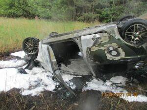 В Татарстане авто вылетело в кювет и загорелось, водителя из салона вытащили очевидцы