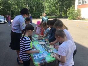 Проехать автогородок, угадать знаки: автоинспекторы Казани проверили, знают ли дети ПДД
