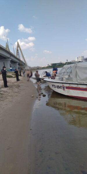 В Казани очевидец на лодке спас женщину, которая упала в воду с моста Миллениум
