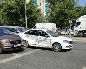 Ребенок пострадал в столкновении двух автомобилей в Казани, виновник ДТП сбежал