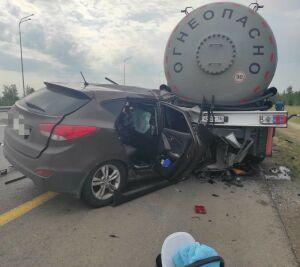 Водитель из Башкирии уснул за рулем, врезался в газовоз в Татарстане и погиб