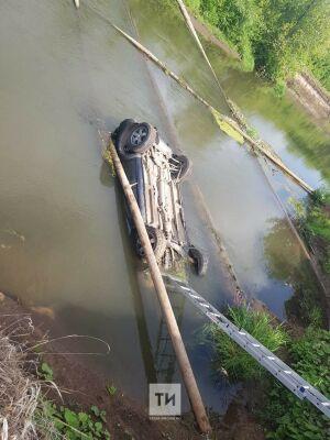 Тела двоих мужчин нашли в утонувшем внедорожнике в реке Зай в Альметьевске