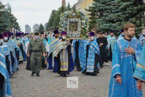 Начался Крестный ход в честь освящения воссозданного собора Казанской иконы Божией Матери