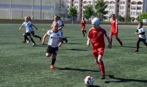 Челнинские футболистки вышли в плей-офф финального этапа турнира «Кожаный мяч»