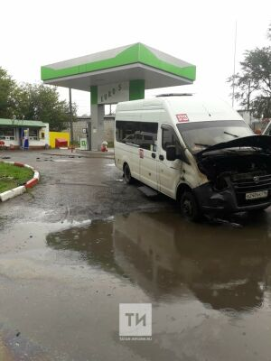 В Казани пожарные потушили загоревшуюся на автозаправке «ГАЗель»
