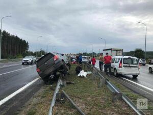 В Татарстане автомобиль сбил на трассе женщину с дочкой, мать скончалась на месте