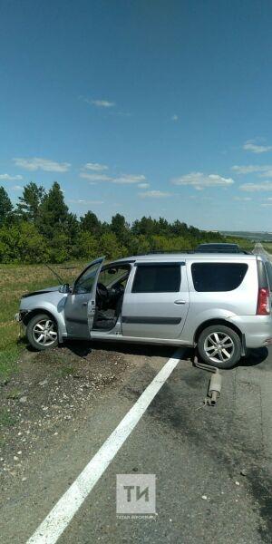 Три человека получили тяжелые травмы в ДТП с двумя легковушками на трассе в РТ