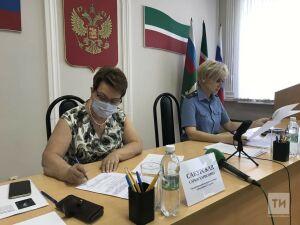 Приставы и Уполномоченный по правам человека в РТ выслушали жалобы на невыплату алиментов