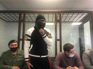 Суд отправил в СИЗО водителя Mercedes, сбившего автоинспектора в центре Казани