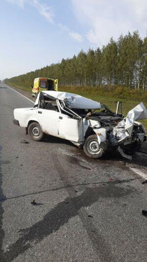 Водитель легковушки из Самары попал в больницу, влетев в «КАМАЗ» на трассе в Татарстане