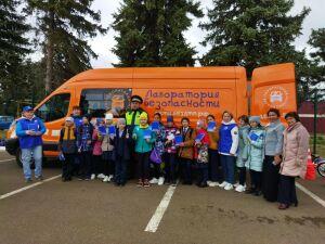Инспекторы ГИБДД привезли школьникам Рыбно-Слободского района «Лабораторию безопасности»