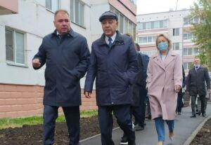 Мухаметшин ознакомился с ходом реализации программы «Наш двор» в Менделеевске
