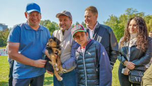 Леонид Слуцкий и Ильсур Метшин нашли четвероногих друзей на фестивале «Дай лапу»