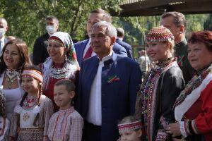 Минниханов поздравил жителей дома на улице Чуйкова, отремонтированного по программе «Наш двор»