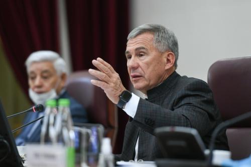 Рустам Минниханов: «При всем уважении к бизнесу, лишь отвернулся – можно маску выбросить»