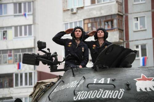 Во дворах участников Великой Отечественной войны Казани прошел «Парад у дома ветерана»