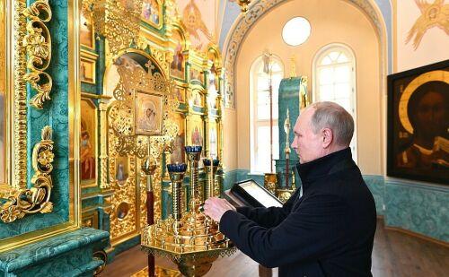 Путин посетил восстановленный Коневский Рождество-Богородичный монастырь