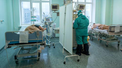 «Он выжил чудом, молитесь за него»: истории Covid-пациентов госпиталя РКБ Татарстана