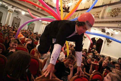 Каляка-Маляка в Казани: актер Сергей Друзьяк в образе петуха слился с «Поколением NEXT»