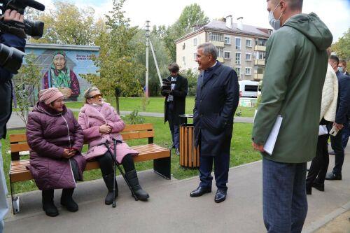 Президент РТ осмотрел несколько отремонтированных казанских дворов