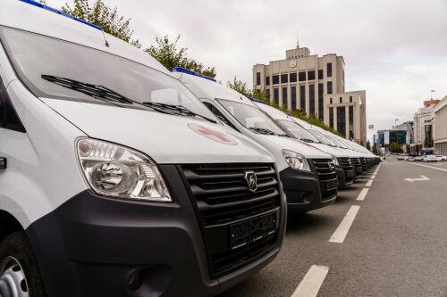 17 районных больниц Татарстана получили новые автомобили скорой помощи