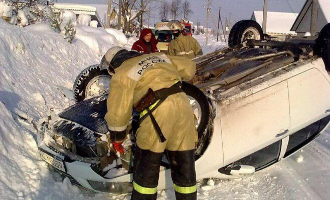 В Бугульме водителю стало плохо, и его автомобиль опрокинулся в кювет