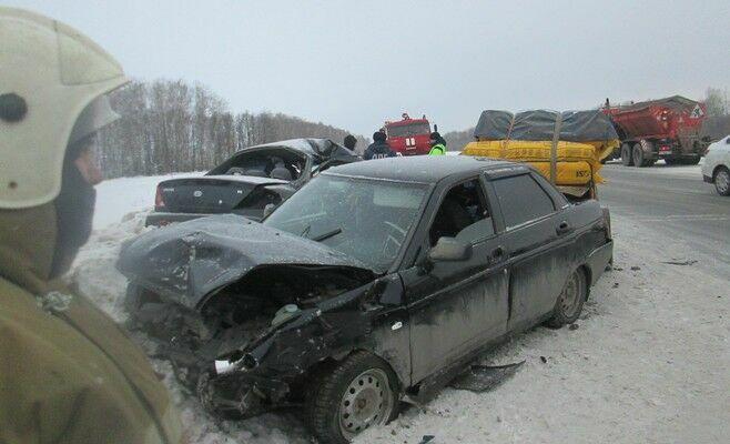 Появились фото аварии в Высокогорском районе, в которой разбилась семья с детьми