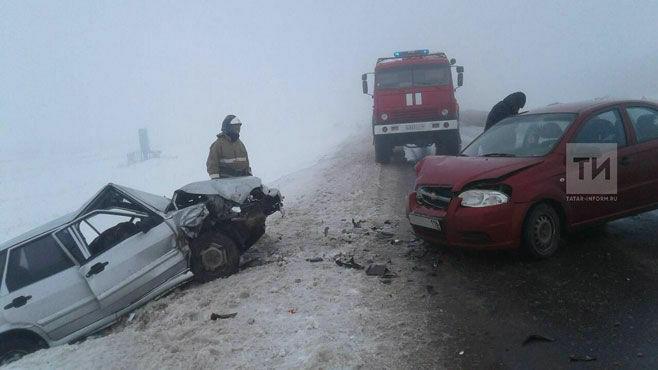Мать и четырехлетняя дочь пострадали при столкновении двух авто под Альметьевском